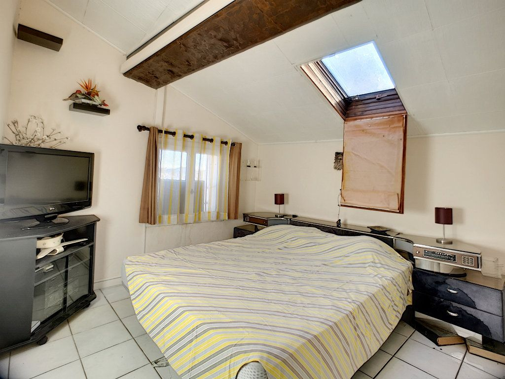 Appartement à vendre 2 35.64m2 à Fréjus vignette-3
