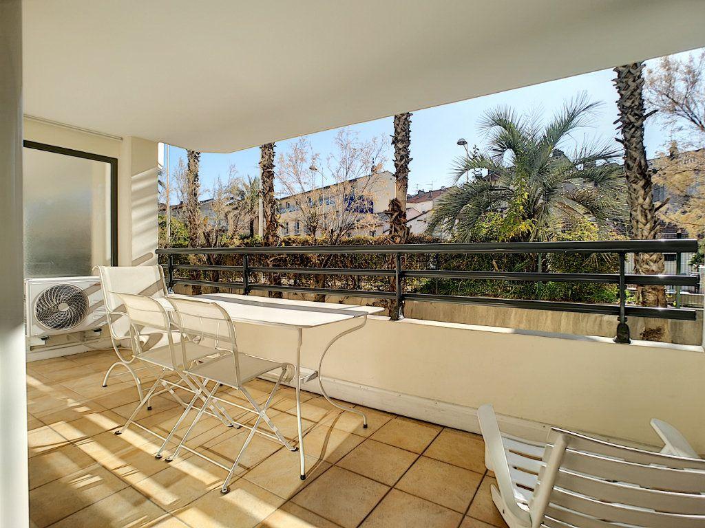 Appartement à vendre 2 45.03m2 à Saint-Raphaël vignette-1