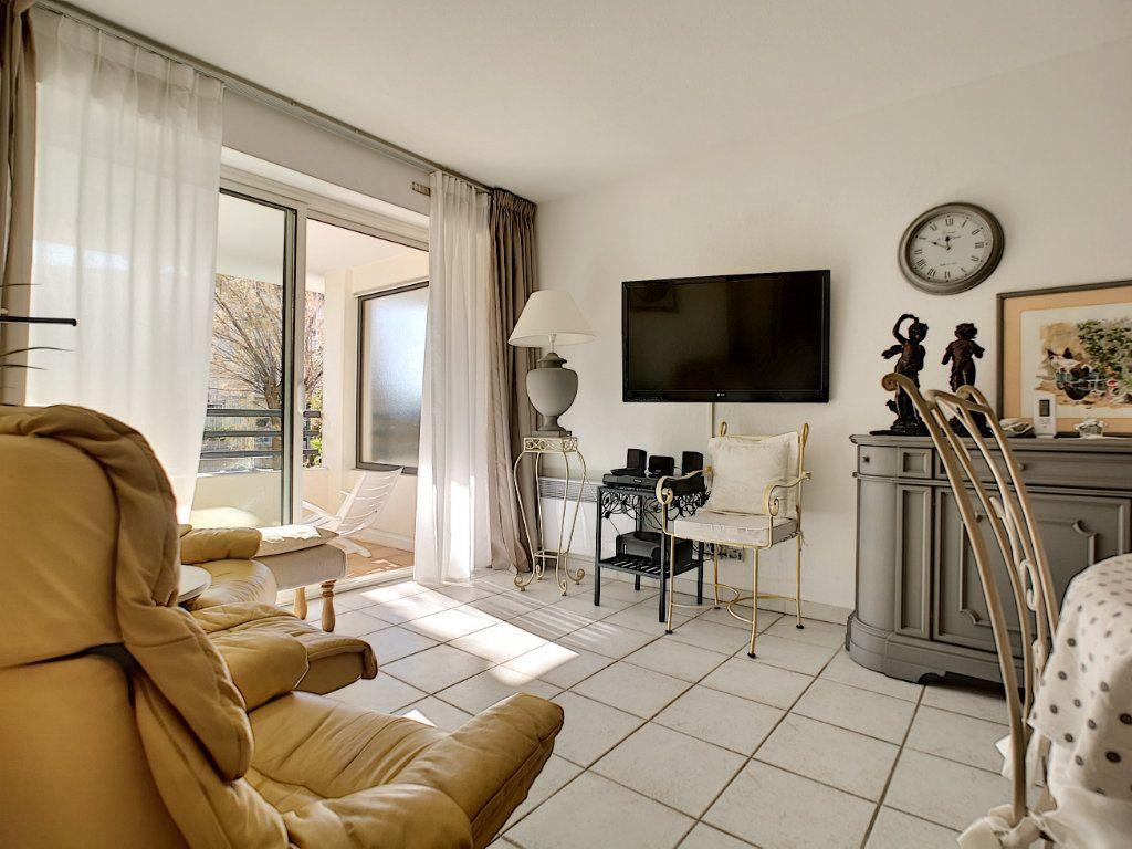 Appartement à vendre 2 45.03m2 à Saint-Raphaël vignette-2