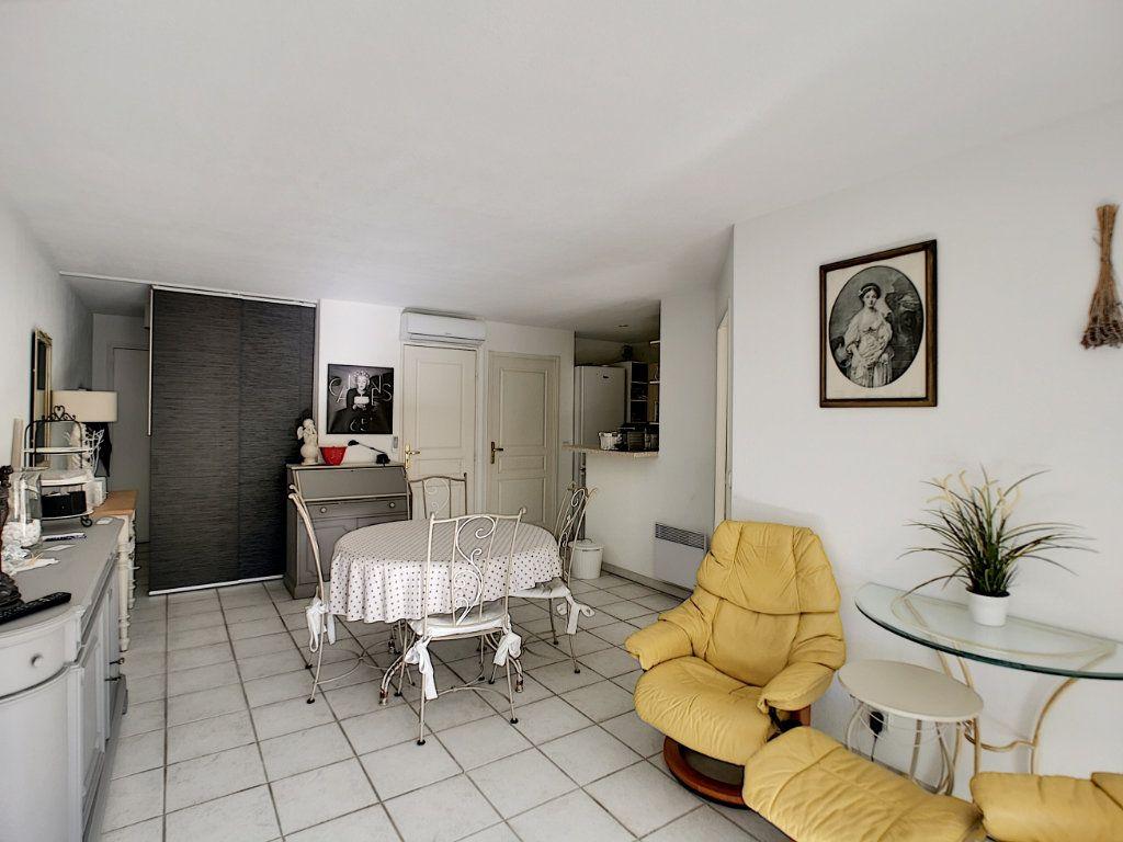 Appartement à vendre 2 45.03m2 à Saint-Raphaël vignette-3