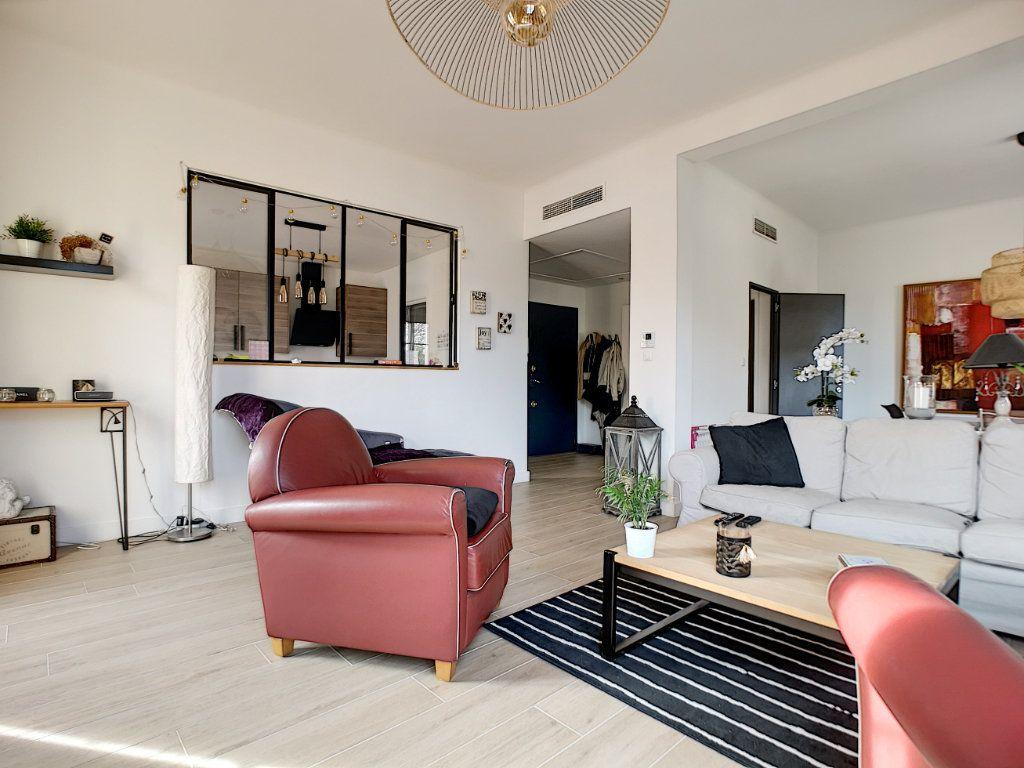 Appartement à vendre 5 127.39m2 à Saint-Raphaël vignette-1