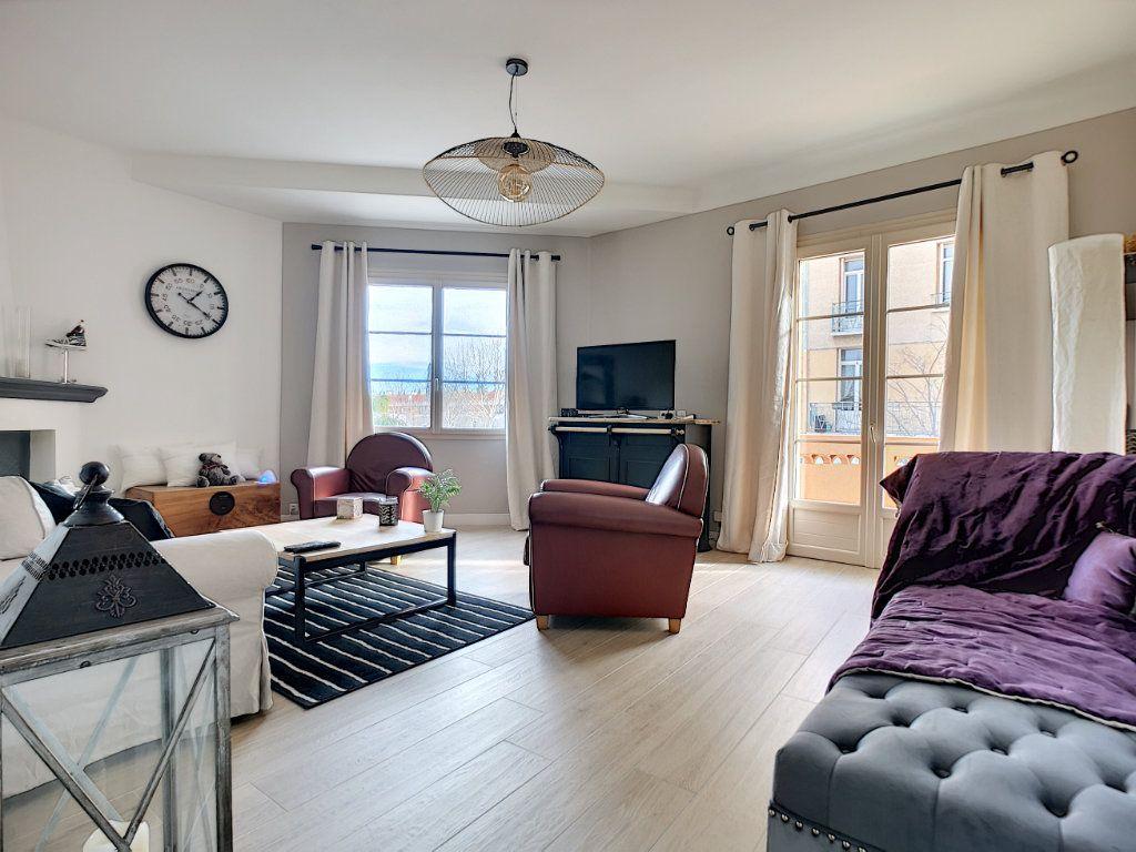 Appartement à vendre 5 127.39m2 à Saint-Raphaël vignette-2