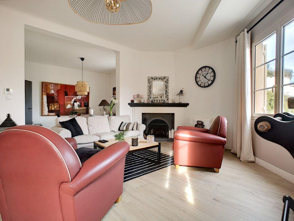 Appartement à vendre 5 127.39m2 à Saint-Raphaël vignette-3