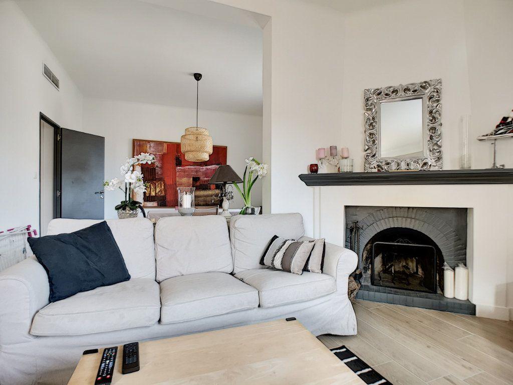 Appartement à vendre 5 127.39m2 à Saint-Raphaël vignette-4