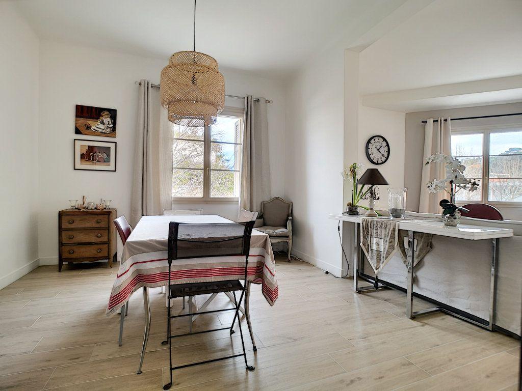 Appartement à vendre 5 127.39m2 à Saint-Raphaël vignette-5