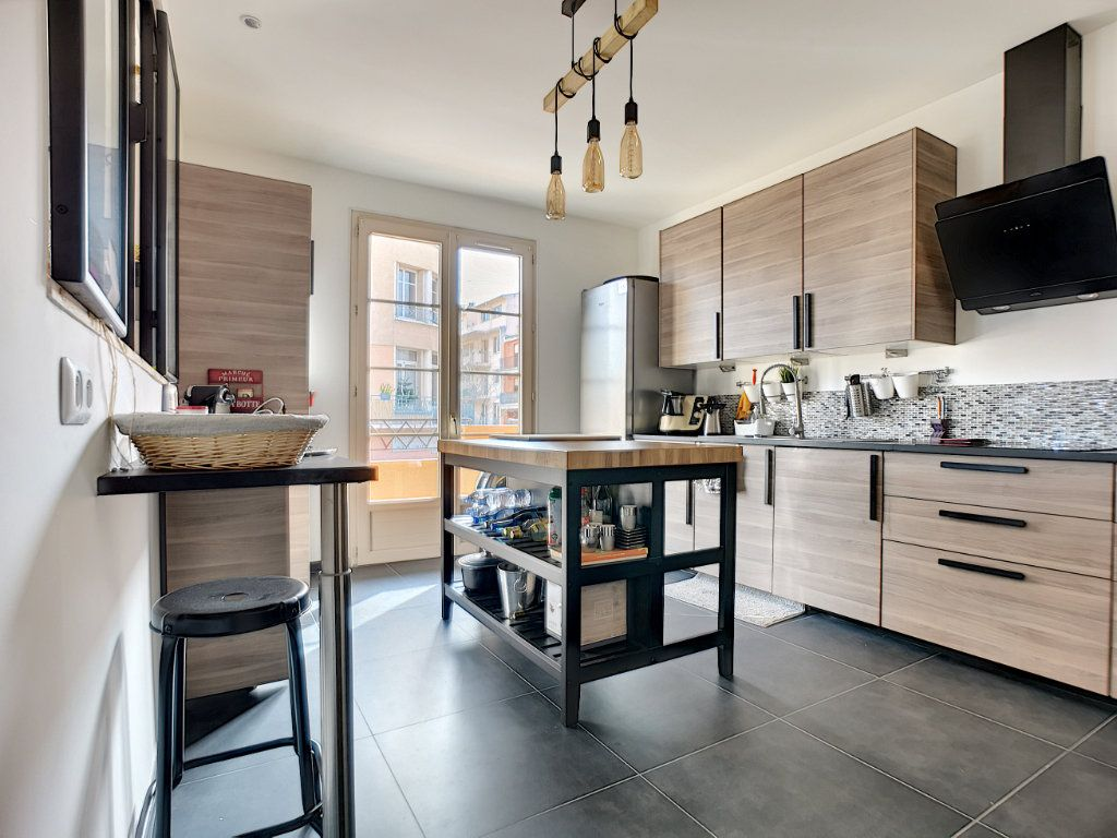 Appartement à vendre 5 127.39m2 à Saint-Raphaël vignette-6