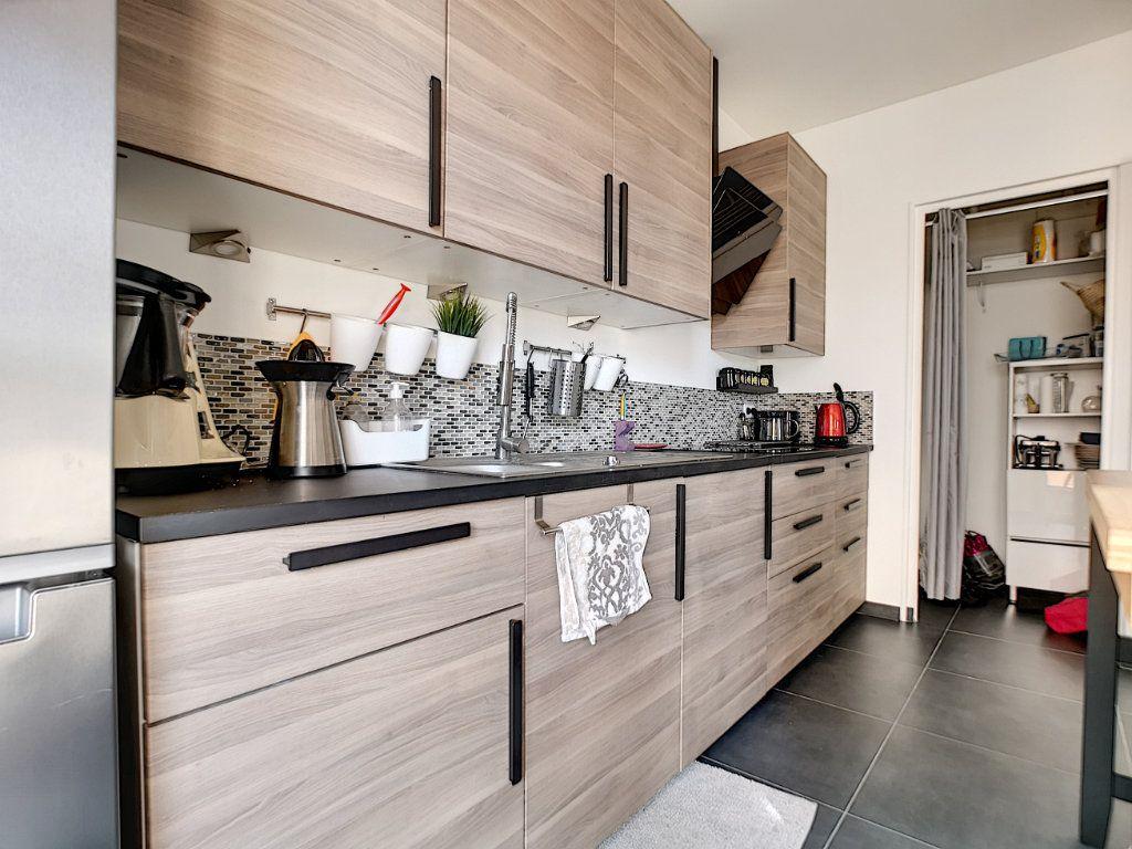 Appartement à vendre 5 127.39m2 à Saint-Raphaël vignette-7