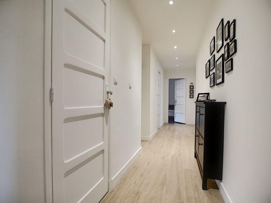 Appartement à vendre 5 127.39m2 à Saint-Raphaël vignette-8