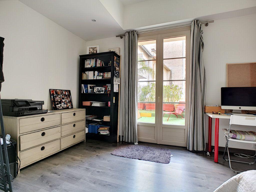 Appartement à vendre 5 127.39m2 à Saint-Raphaël vignette-9