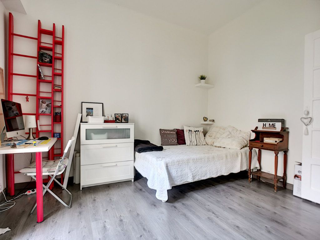 Appartement à vendre 5 127.39m2 à Saint-Raphaël vignette-10