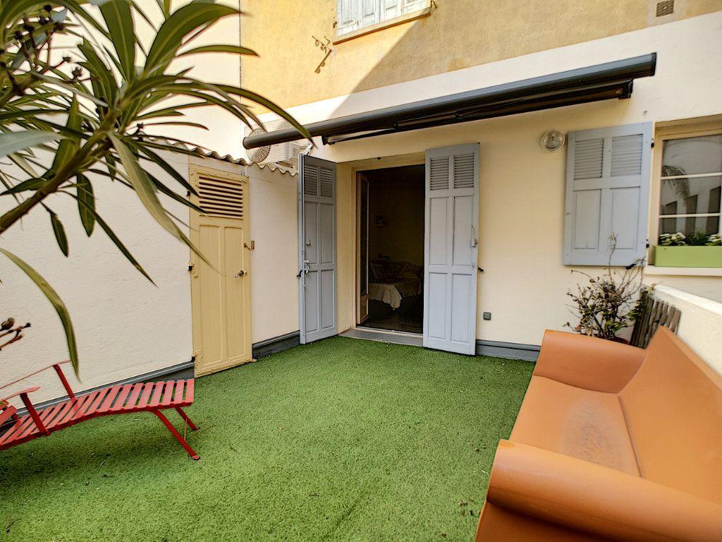 Appartement à vendre 5 127.39m2 à Saint-Raphaël vignette-12