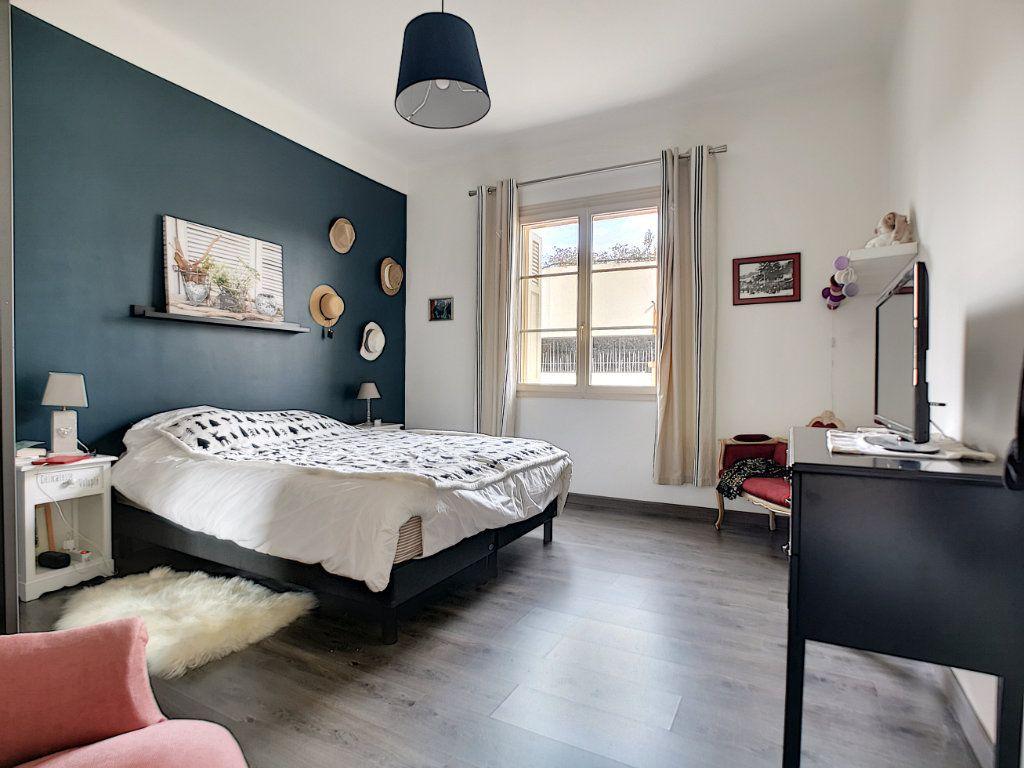 Appartement à vendre 5 127.39m2 à Saint-Raphaël vignette-13