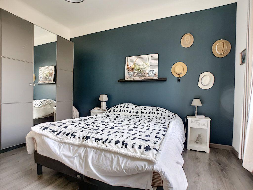 Appartement à vendre 5 127.39m2 à Saint-Raphaël vignette-14