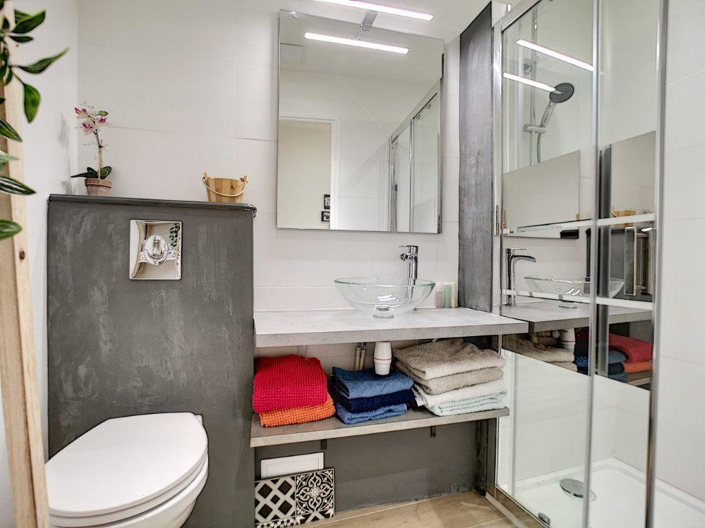 Appartement à vendre 5 127.39m2 à Saint-Raphaël vignette-18