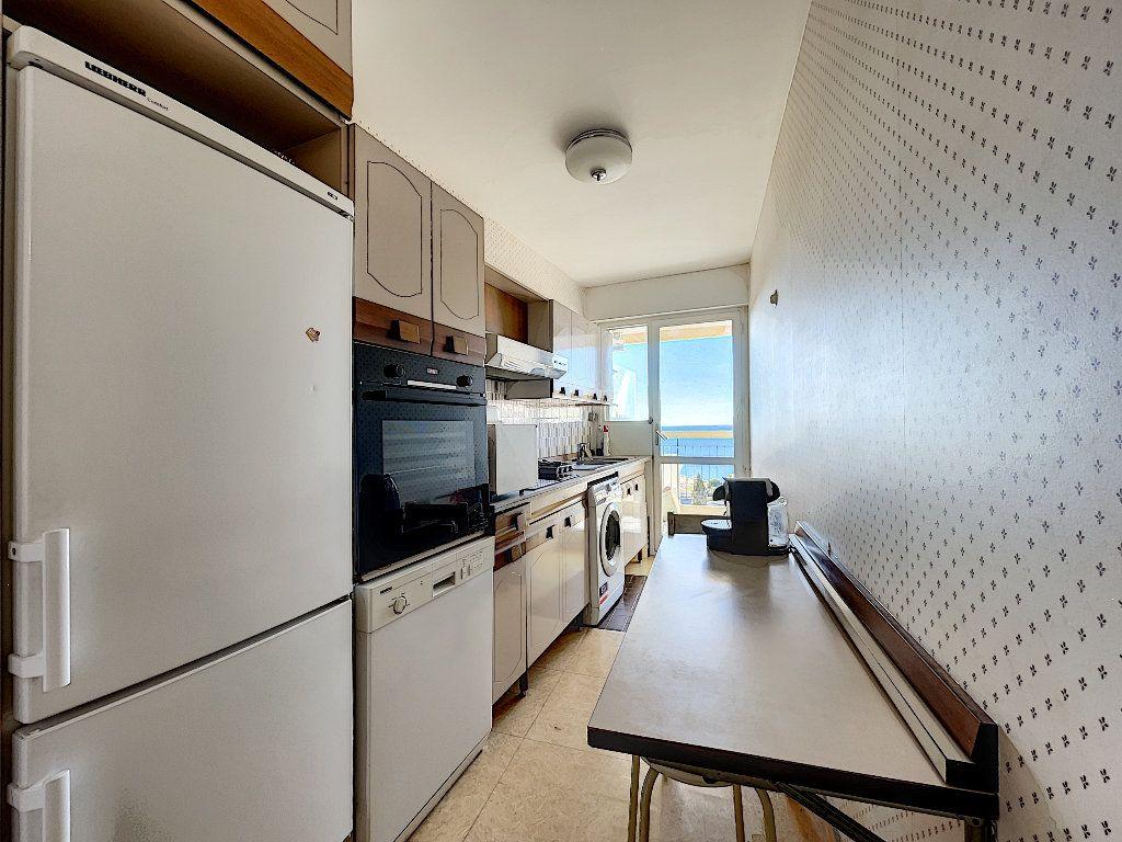 Appartement à louer 3 75m2 à Saint-Raphaël vignette-6