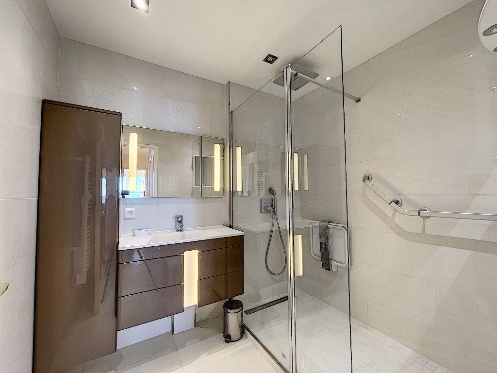 Appartement à louer 3 75m2 à Saint-Raphaël vignette-7