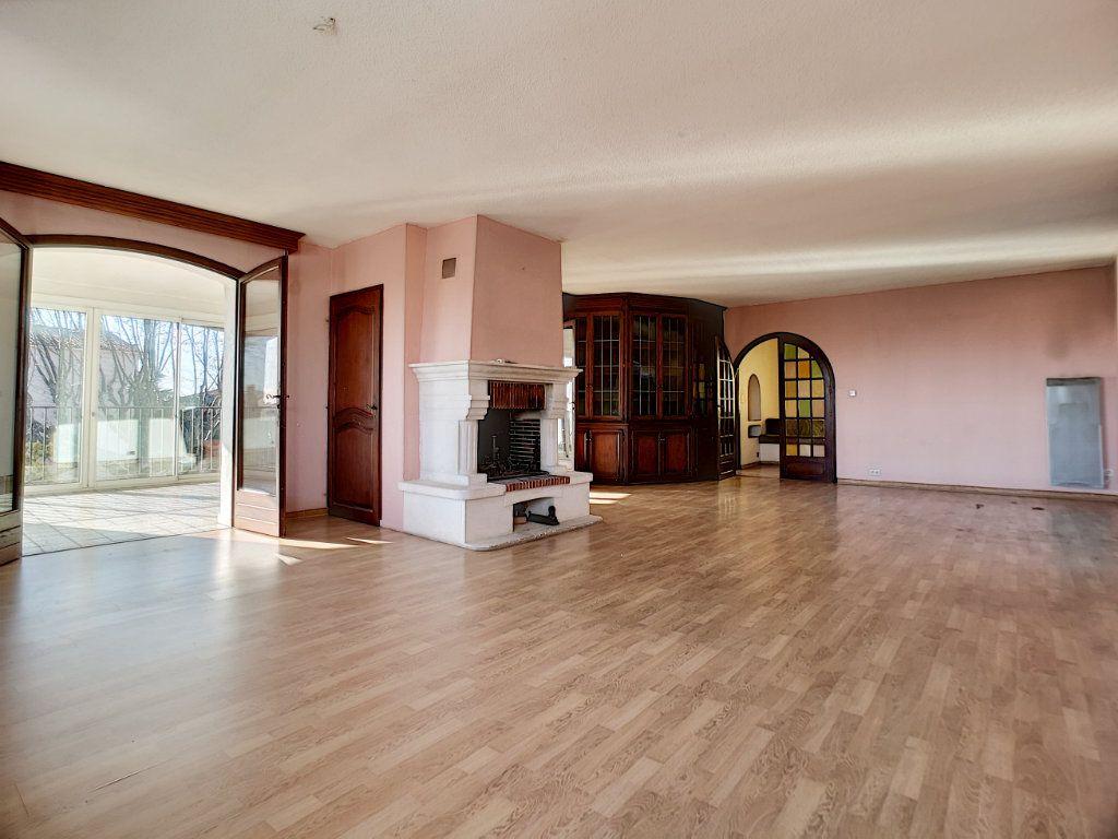 Appartement à vendre 5 222m2 à Fréjus vignette-2