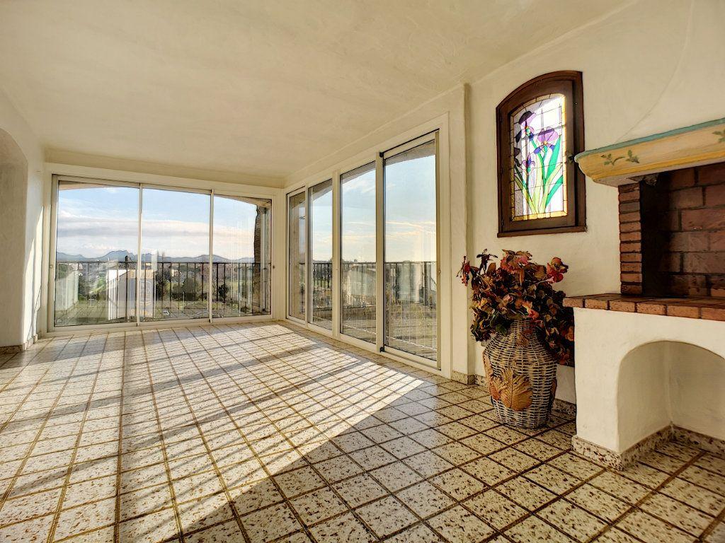 Appartement à vendre 5 222m2 à Fréjus vignette-3