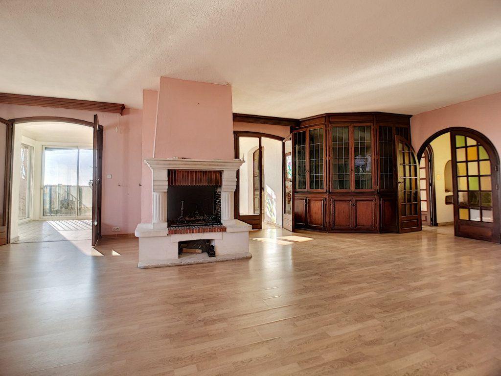 Appartement à vendre 5 222m2 à Fréjus vignette-4
