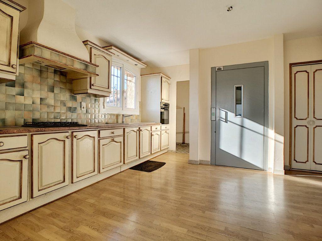 Appartement à vendre 5 222m2 à Fréjus vignette-6