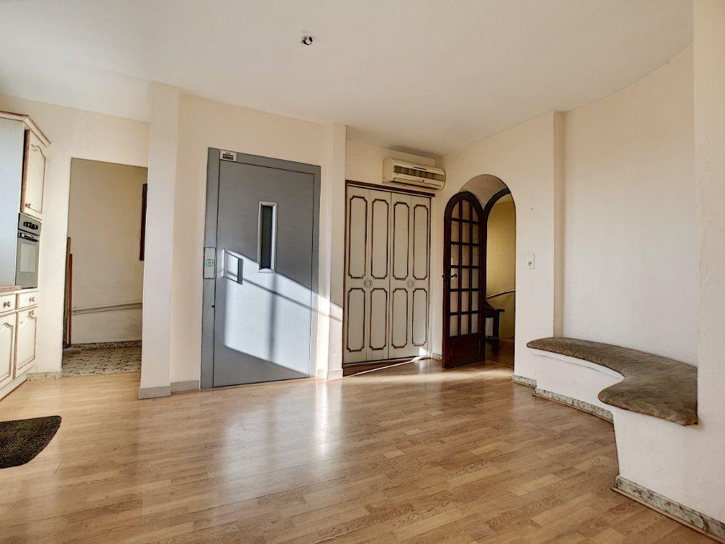 Appartement à vendre 5 222m2 à Fréjus vignette-7