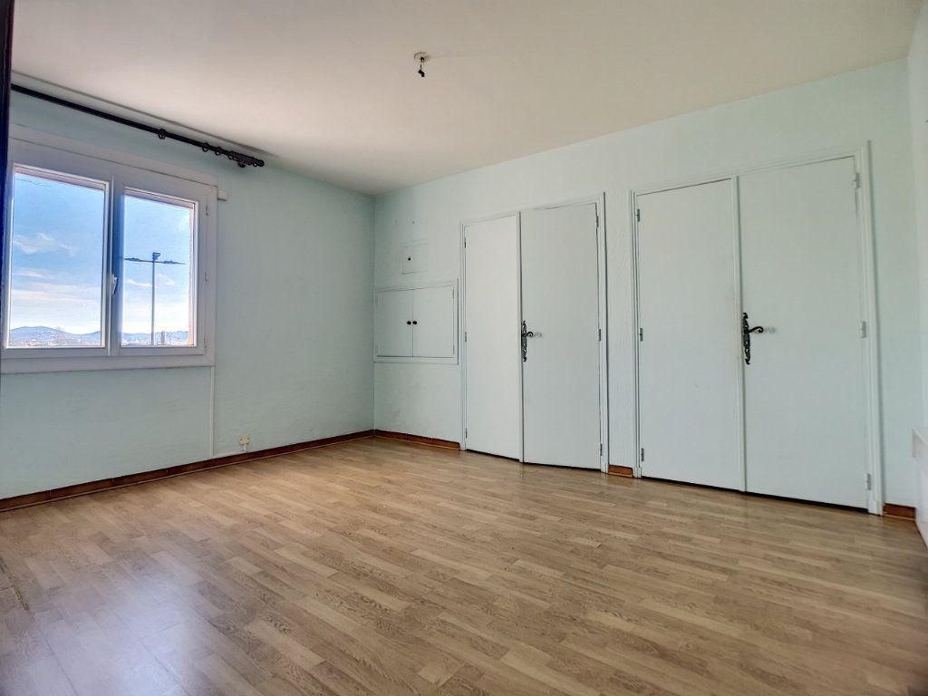 Appartement à vendre 5 222m2 à Fréjus vignette-9
