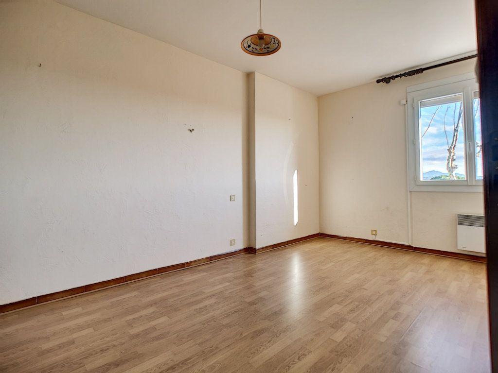 Appartement à vendre 5 222m2 à Fréjus vignette-11