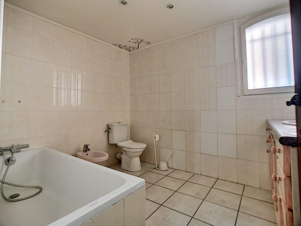 Appartement à vendre 5 222m2 à Fréjus vignette-12