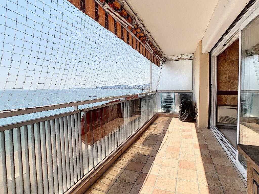 Appartement à vendre 3 65m2 à Fréjus vignette-2