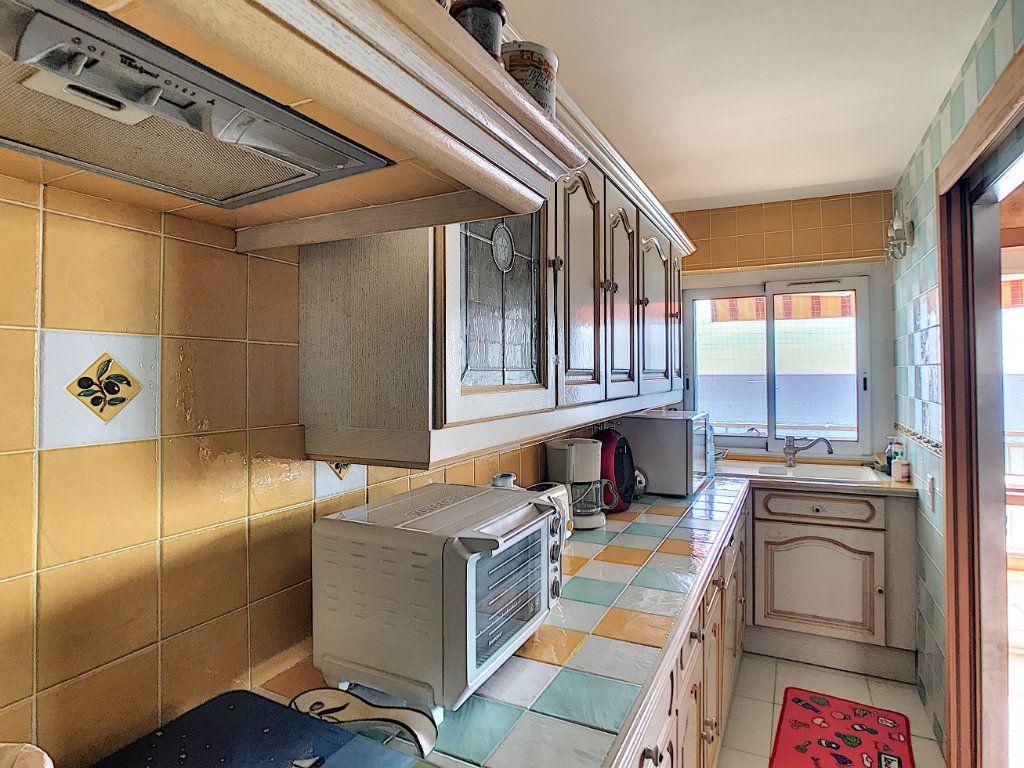 Appartement à vendre 3 65m2 à Fréjus vignette-5