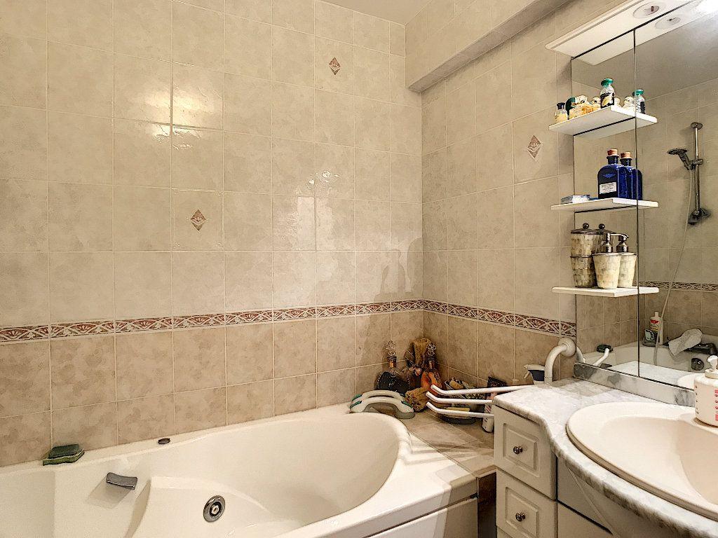 Appartement à vendre 3 65m2 à Fréjus vignette-9