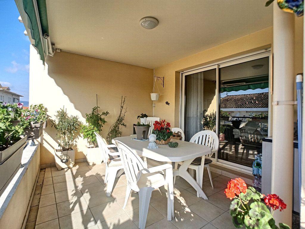 Appartement à vendre 3 76.14m2 à Saint-Raphaël vignette-1