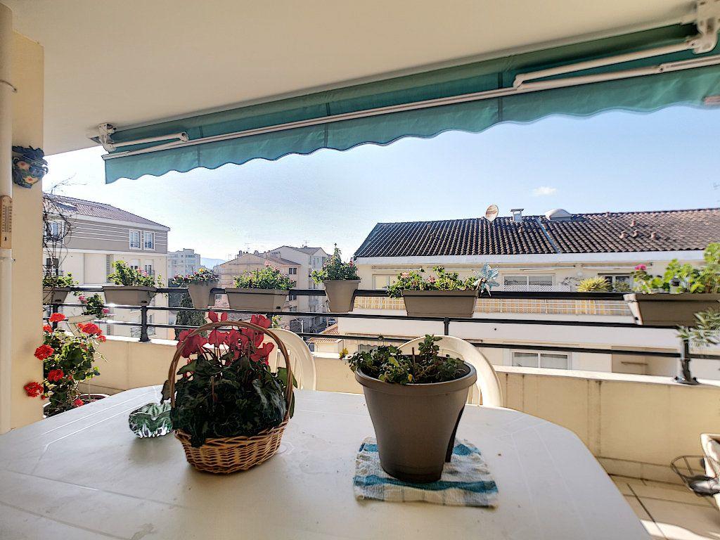 Appartement à vendre 3 76.14m2 à Saint-Raphaël vignette-2