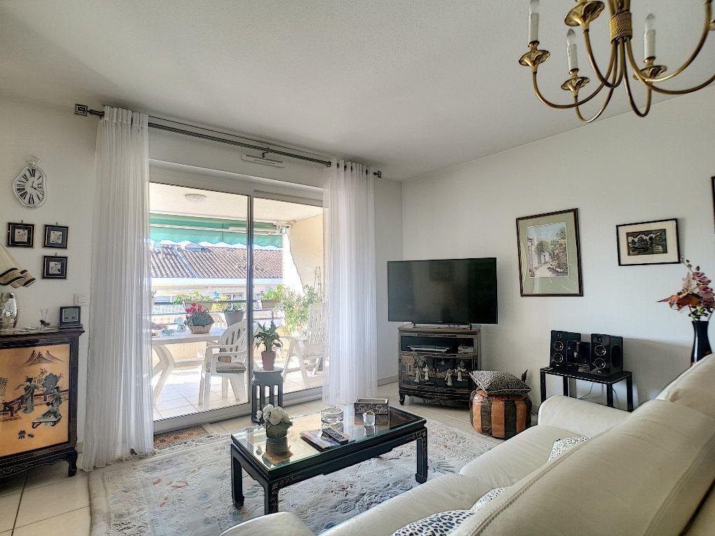 Appartement à vendre 3 76.14m2 à Saint-Raphaël vignette-3