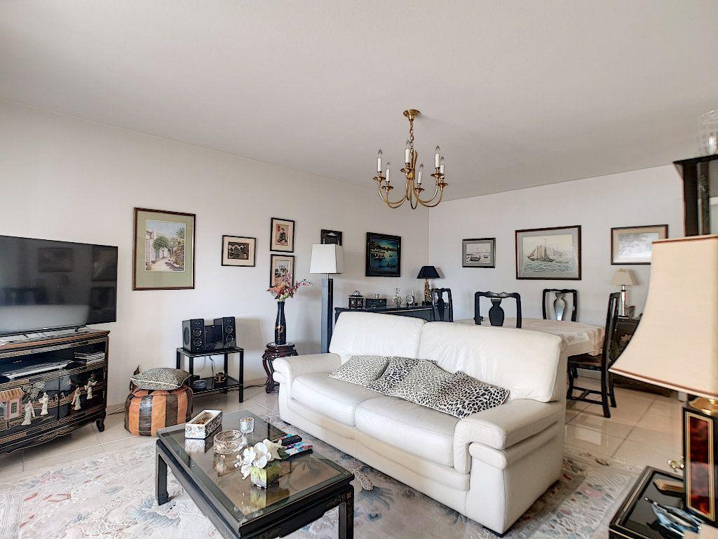 Appartement à vendre 3 76.14m2 à Saint-Raphaël vignette-4