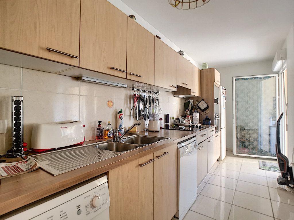 Appartement à vendre 3 76.14m2 à Saint-Raphaël vignette-5