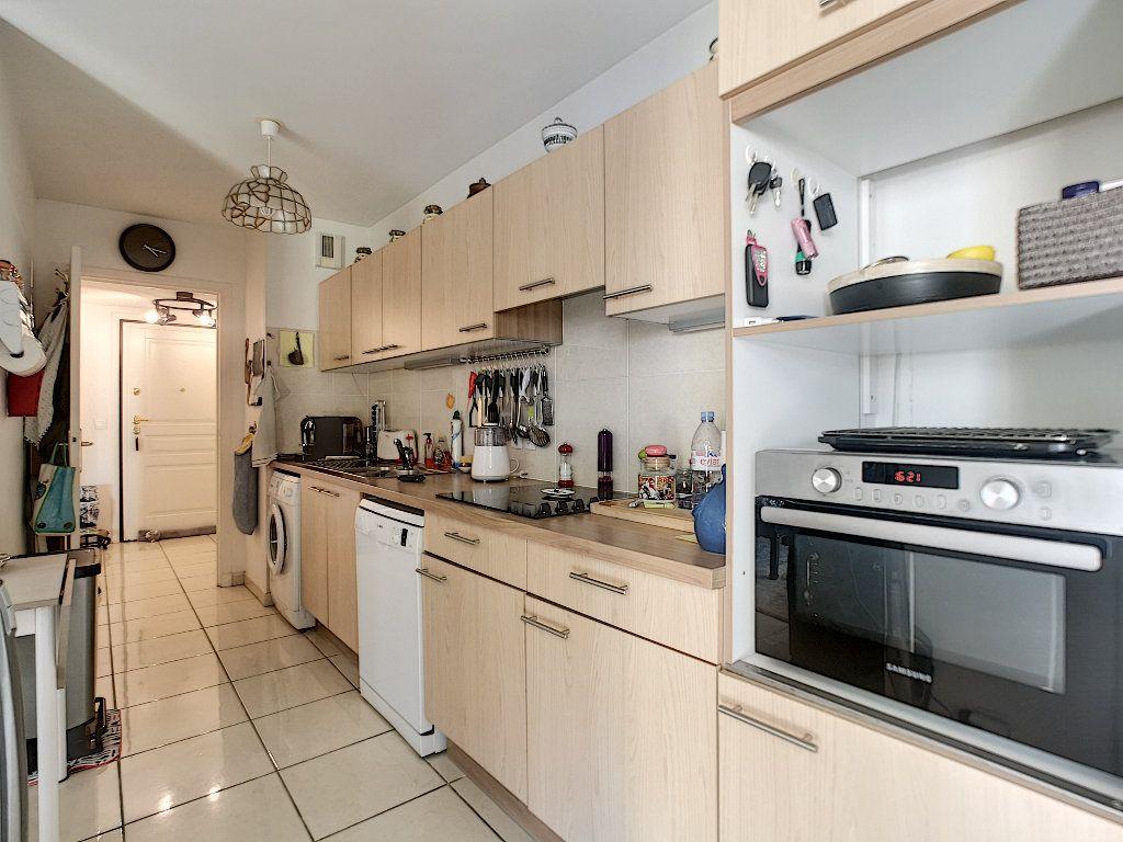 Appartement à vendre 3 76.14m2 à Saint-Raphaël vignette-6