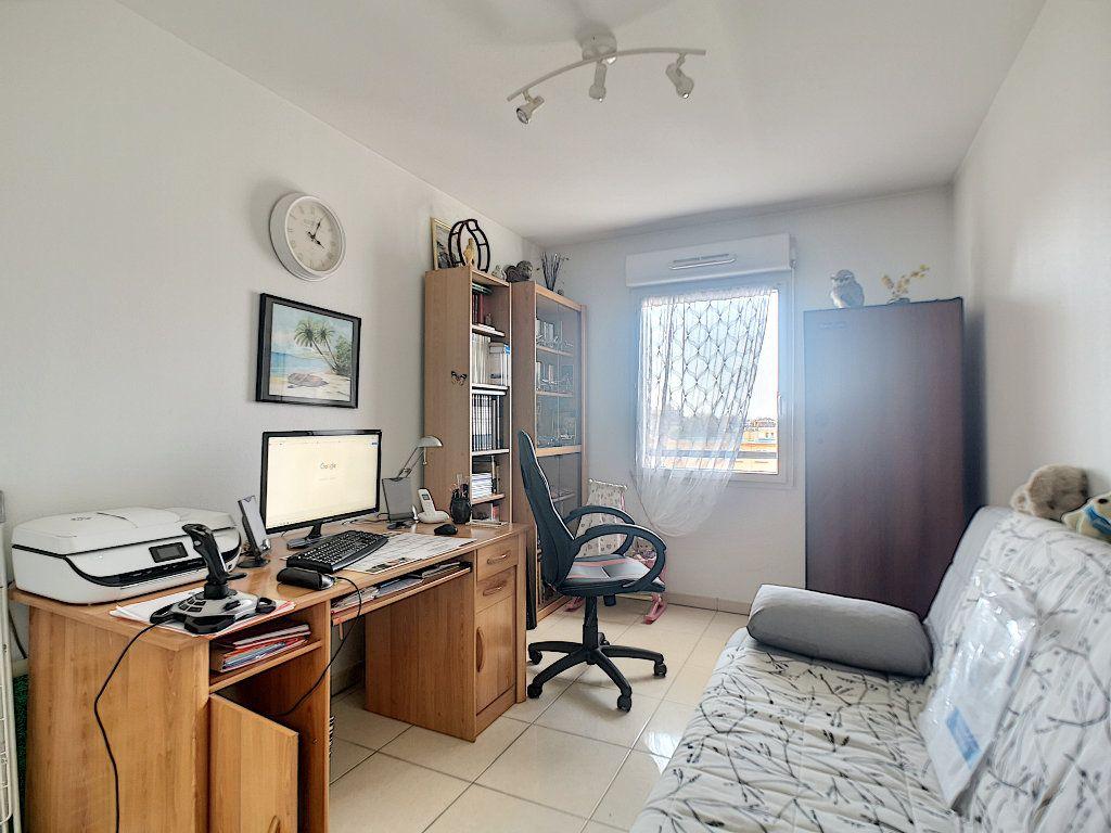 Appartement à vendre 3 76.14m2 à Saint-Raphaël vignette-7