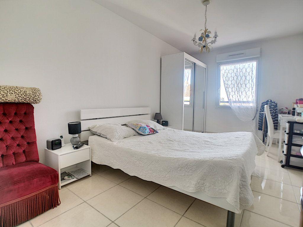 Appartement à vendre 3 76.14m2 à Saint-Raphaël vignette-9