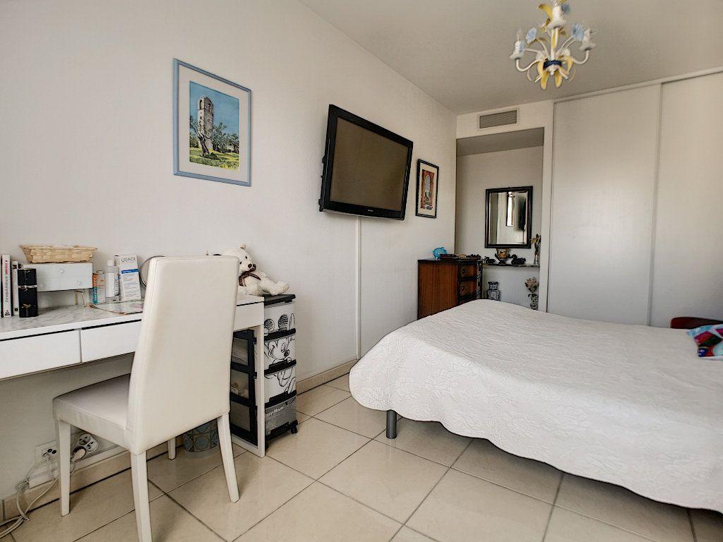 Appartement à vendre 3 76.14m2 à Saint-Raphaël vignette-10