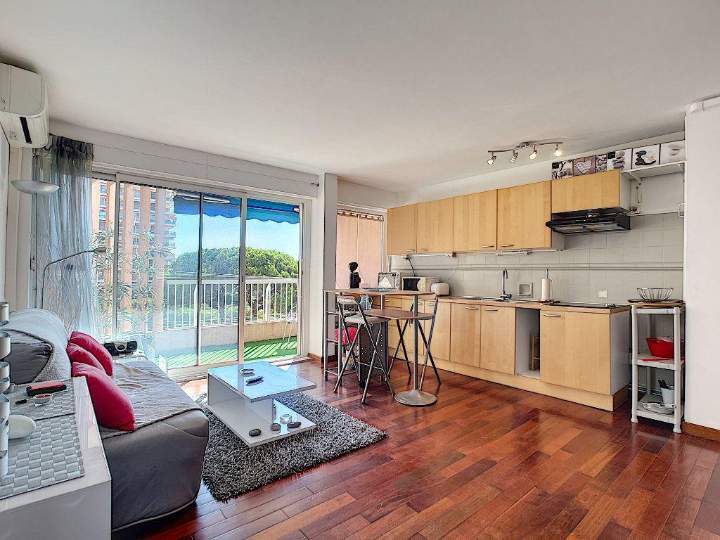 Appartement à vendre 2 42.8m2 à Fréjus vignette-2