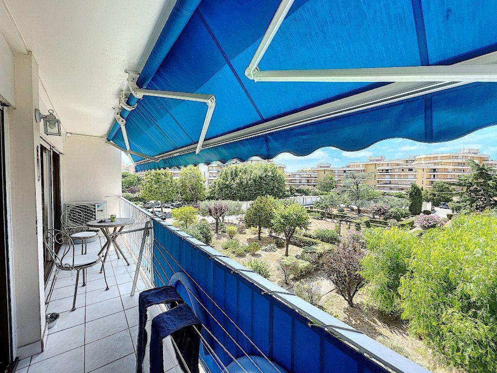 Appartement à vendre 3 53m2 à Fréjus vignette-1
