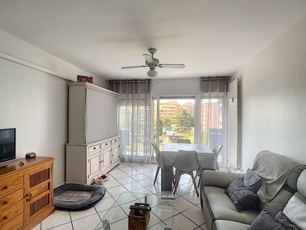 Appartement à vendre 3 53m2 à Fréjus vignette-3