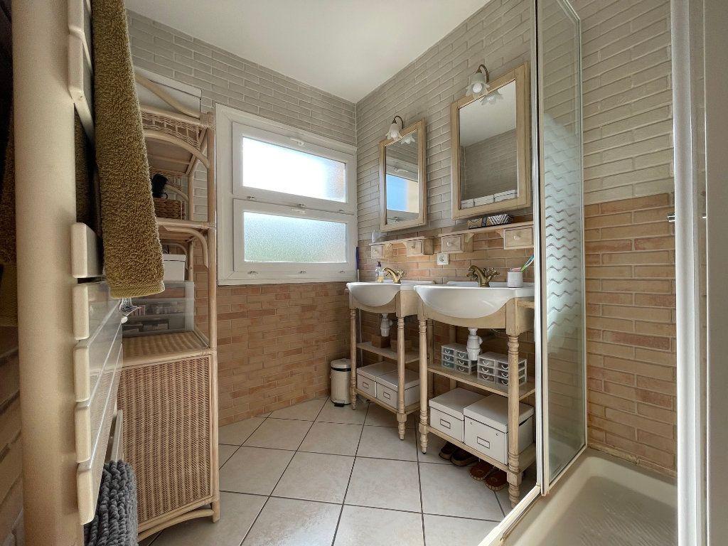 Appartement à vendre 3 53m2 à Fréjus vignette-6