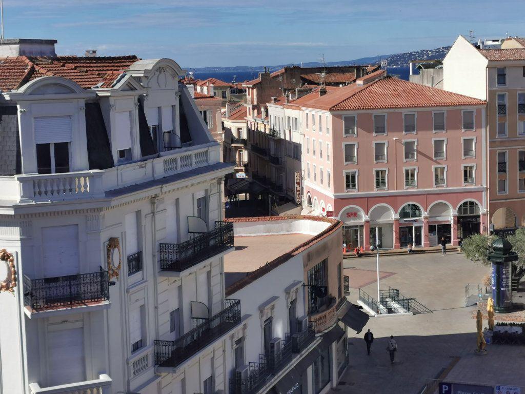 Appartement à louer 4 77m2 à Saint-Raphaël vignette-1