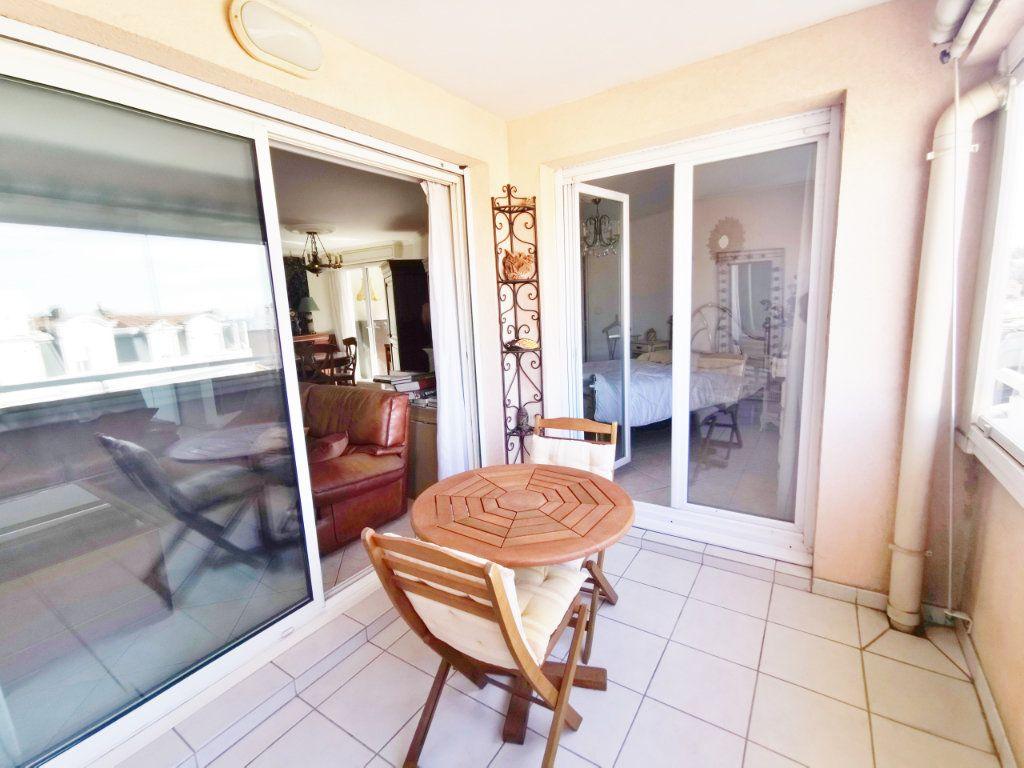 Appartement à louer 4 77m2 à Saint-Raphaël vignette-2