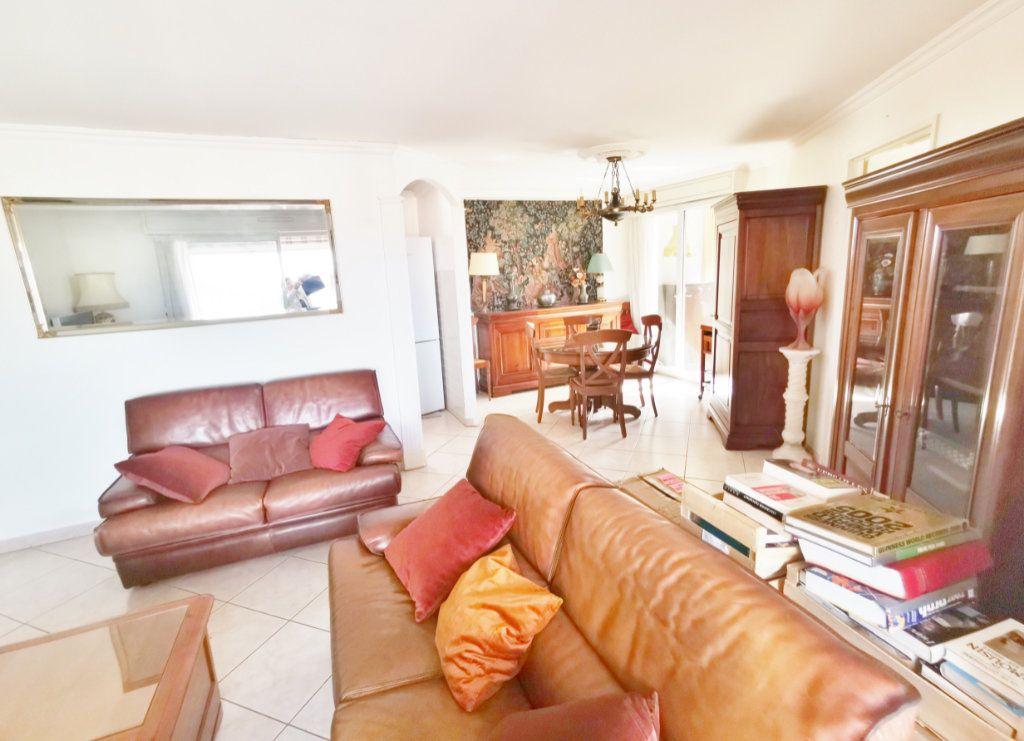 Appartement à louer 4 77m2 à Saint-Raphaël vignette-3