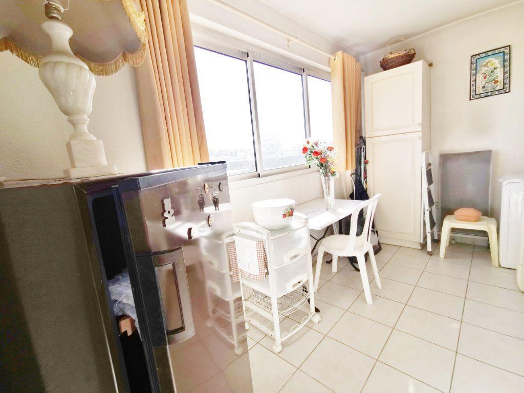 Appartement à louer 4 77m2 à Saint-Raphaël vignette-4