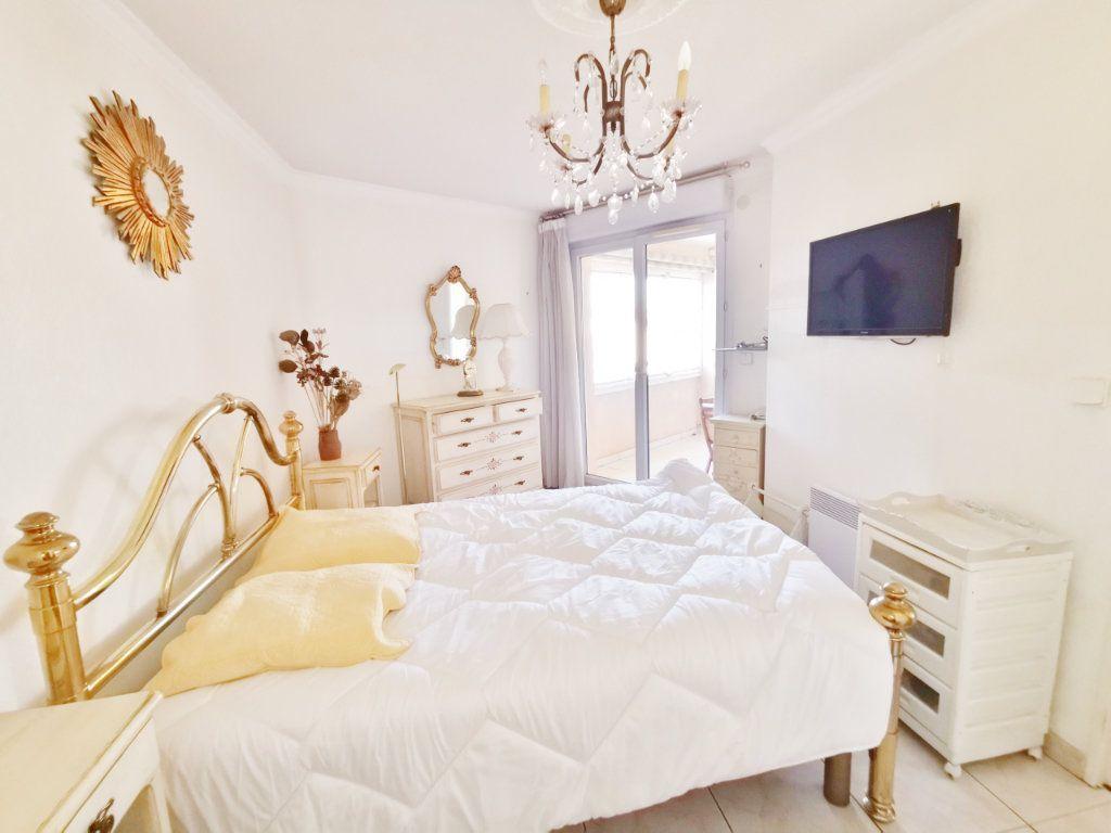 Appartement à louer 4 77m2 à Saint-Raphaël vignette-5