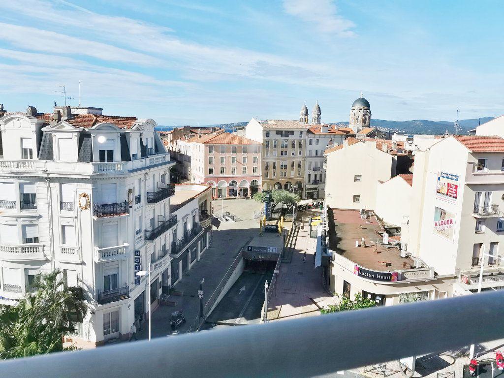 Appartement à louer 4 77m2 à Saint-Raphaël vignette-6